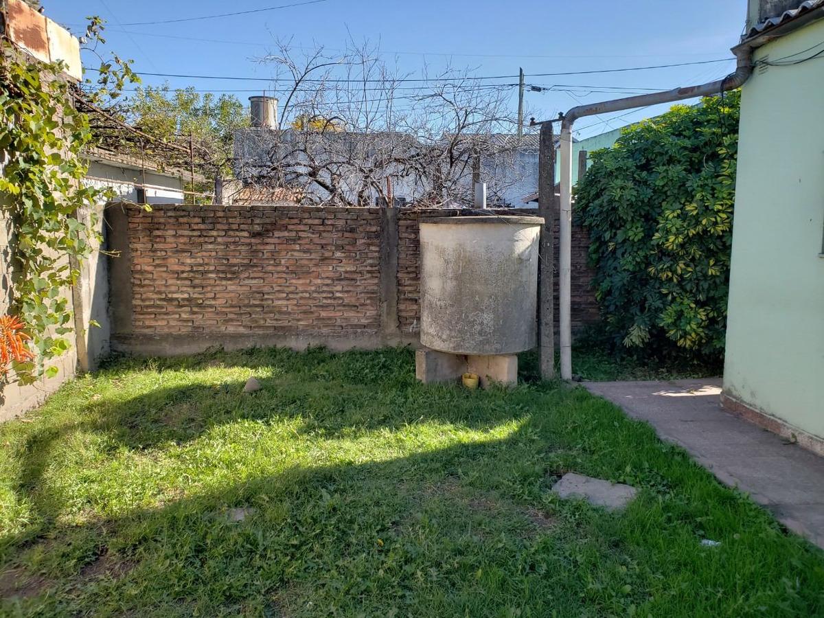 casa en venta en burzaco (nuev. cond!!)