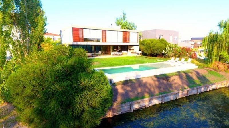 casa en venta en cabos del lago nordelta con 5 suites