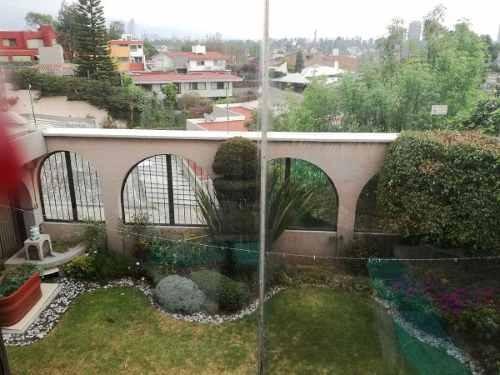 casa en venta en calle cerrada de tres niveles en la herradura