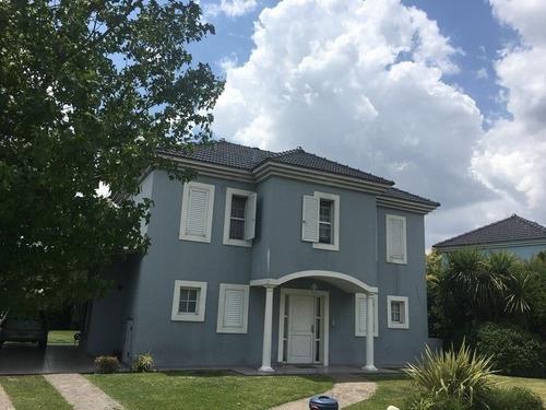 casa en venta  en campo azul