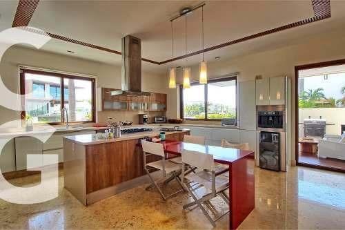 casa en venta en cancun en residencial puerto cancun con 4 r