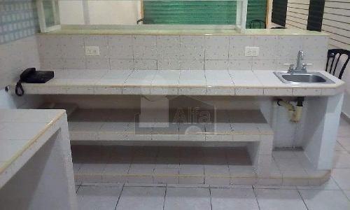 casa en venta en cancún en tikal sm 41, 4 recamaras, 4 baños, con local integrado