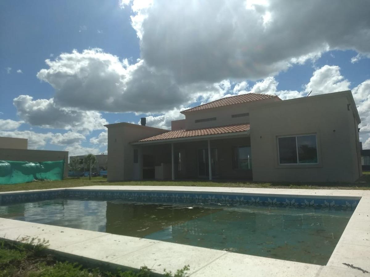 casa en venta en canning, barrio santa juana. financia