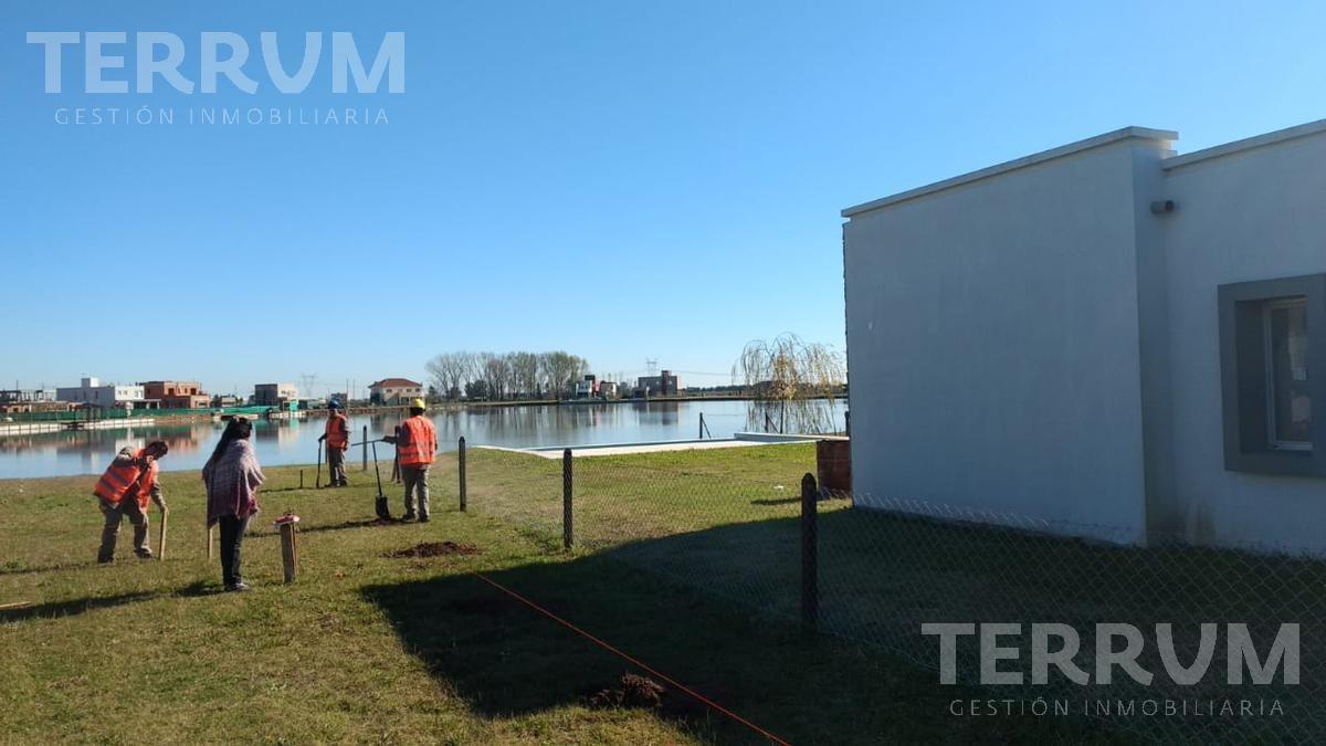 casa en venta en canning:cruz del sur::lote a la laguna