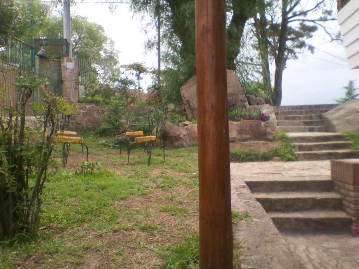 casa en venta en carlos paz con pileta, parque