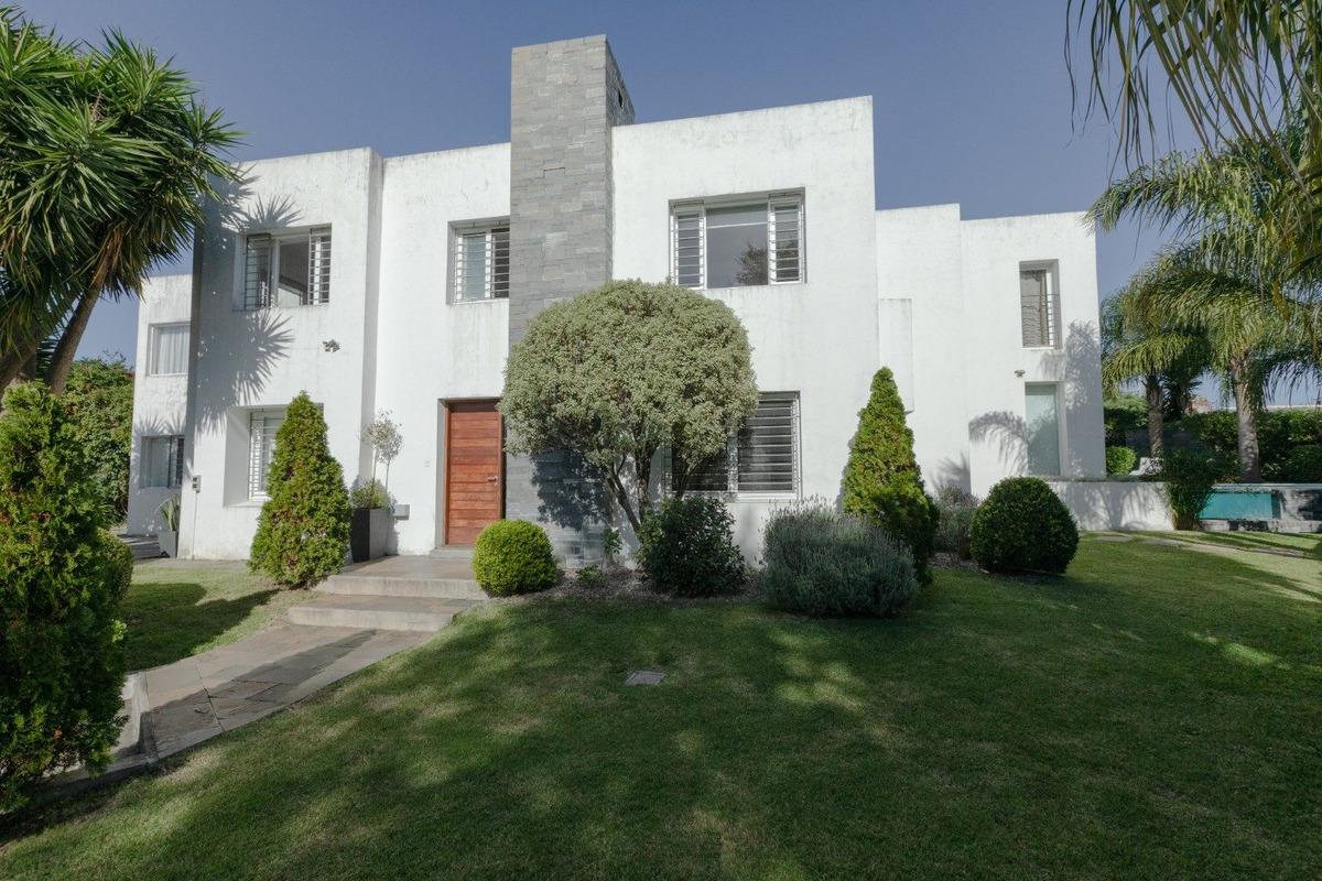 casa en venta en carrasco ref. 6636