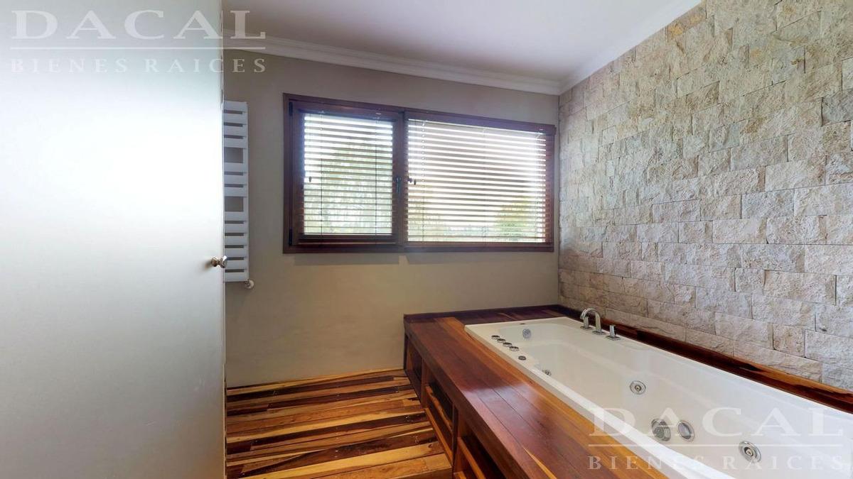casa en venta en city bell calle 150 e/ 458 y 467 dacal bienes raices