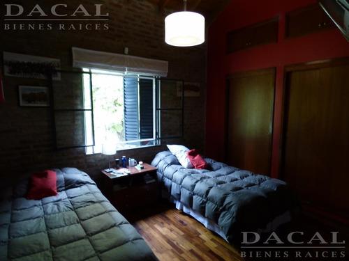 casa en venta en city bell calle 460 e/ belgrano y 21 d dacal bienes raices