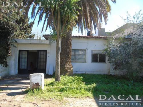 casa en venta en  city bell calle 472 e/ 14 a y 14 b dacal bienes raices