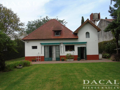 casa en venta en city bell cno belgrano e/ 466 y 467 dacal bienes raices
