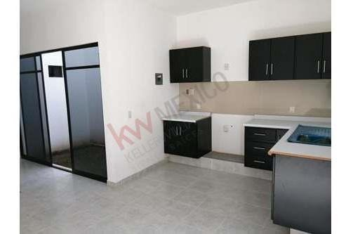 casa en venta en col. nueva delicias con closet y cocina integral
