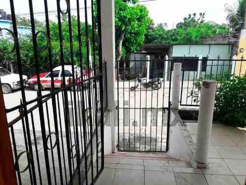 casa en venta en colonia vicente guerrero de tuxpan, ver, se encuentra ubicada en la calle antorchistas 21, de la colonia vicente guerrero cuenta con 200 m² de terreno y 98.42 m² de construcción, tie