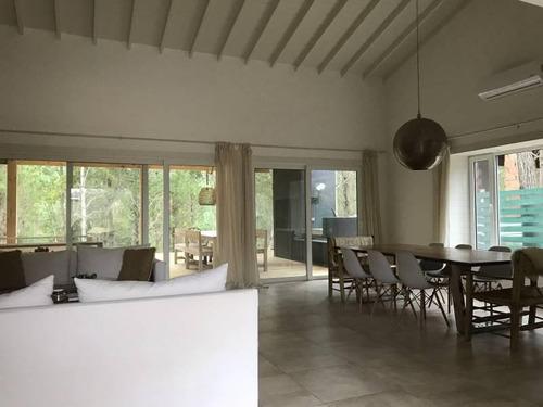 casa en venta en costa esmeralda, zona deportiva. cerca del tenis! estilo americano
