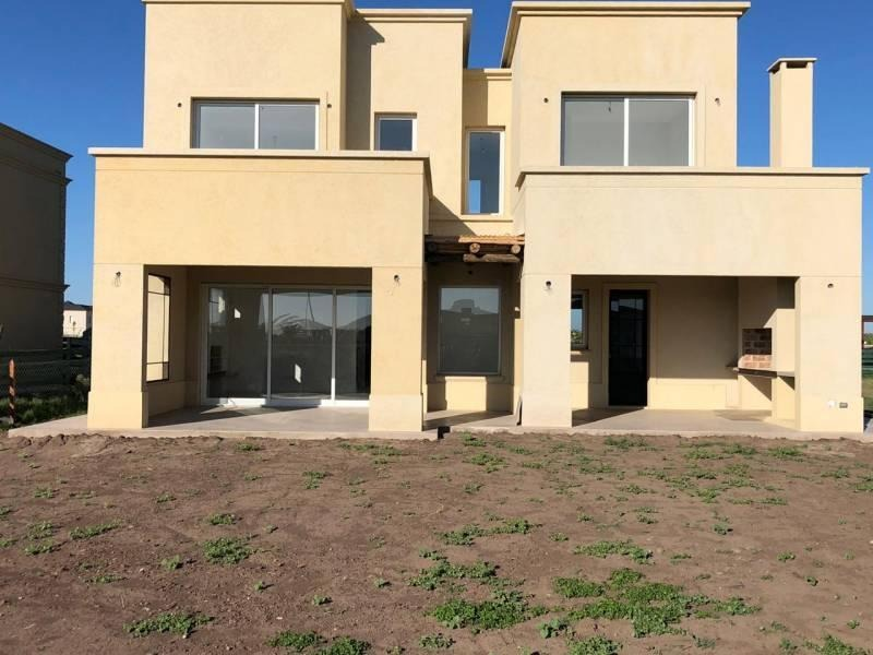 casa en venta en el barrio ceibos puertos