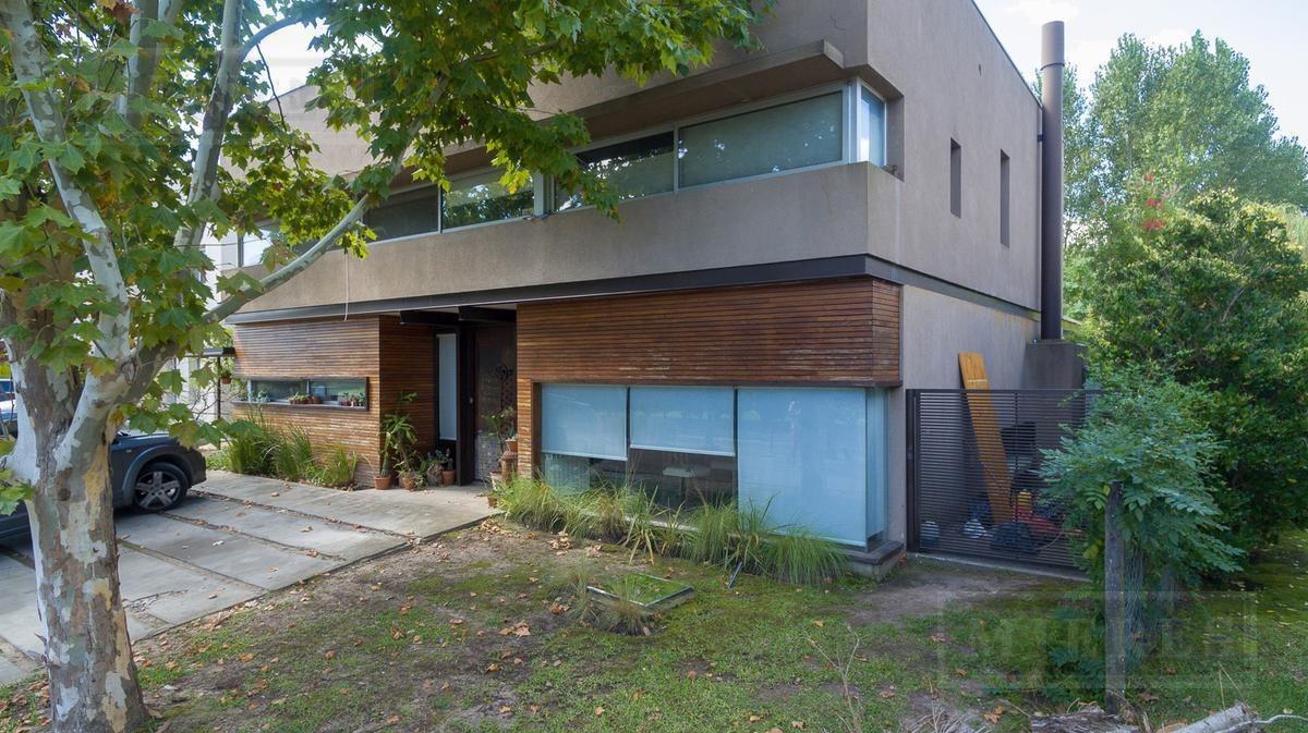 casa en venta en el barrio la laguna