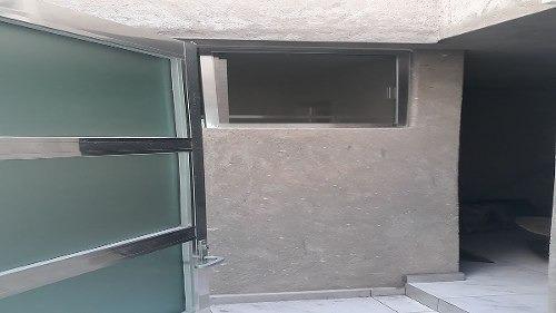 casa en venta en el refugio con recamara en planta baja de lujo