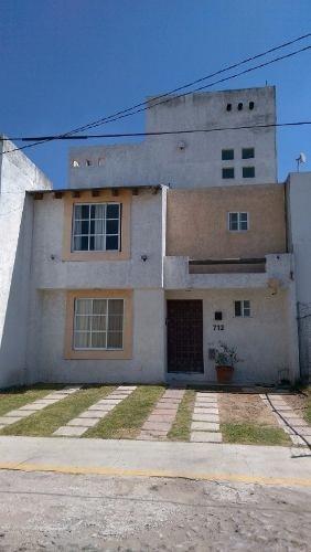 casa en venta en fraccionamiento los pajaros corregidora. excelente ubicacion y precio