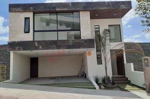 casa en venta en fraccionamiento monterra con vigilancia las 24hrs