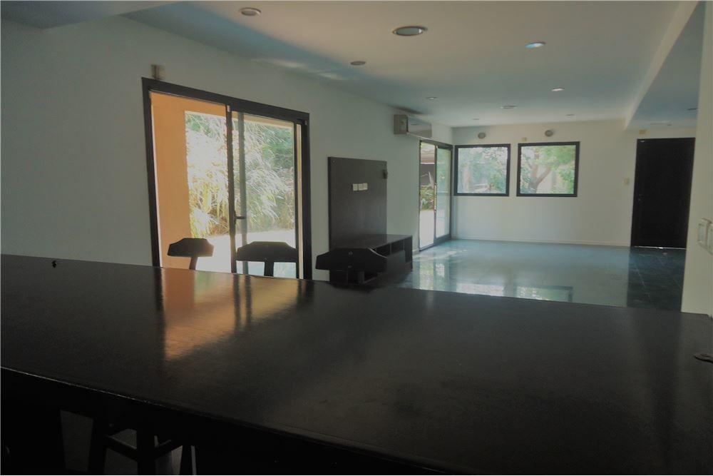 casa en venta en gonnet de tres dormitorios y dpto