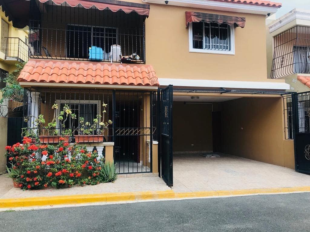 casa en venta en la autopista de san isidro