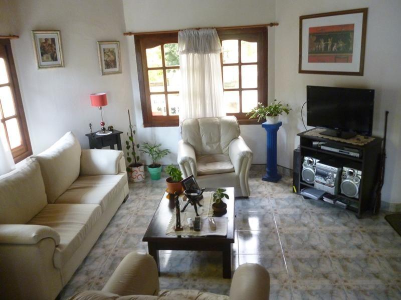 casa en venta en la lucila del mar - tres dormitorios y garage sobre lote propio gas natural