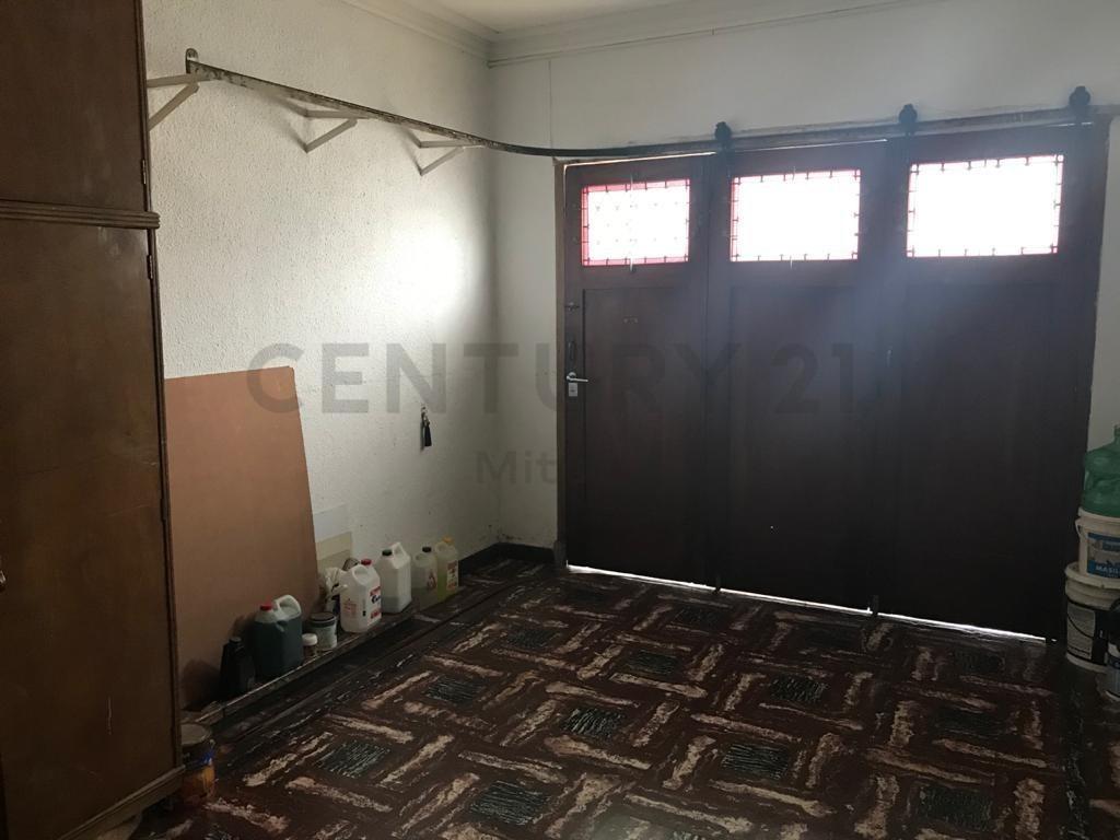 casa en venta en la plata 3 dormitorios con garage y patio con parrilla