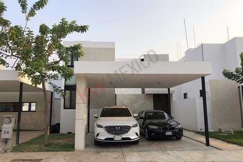 casa en venta en la privada residencial amantea, cholul