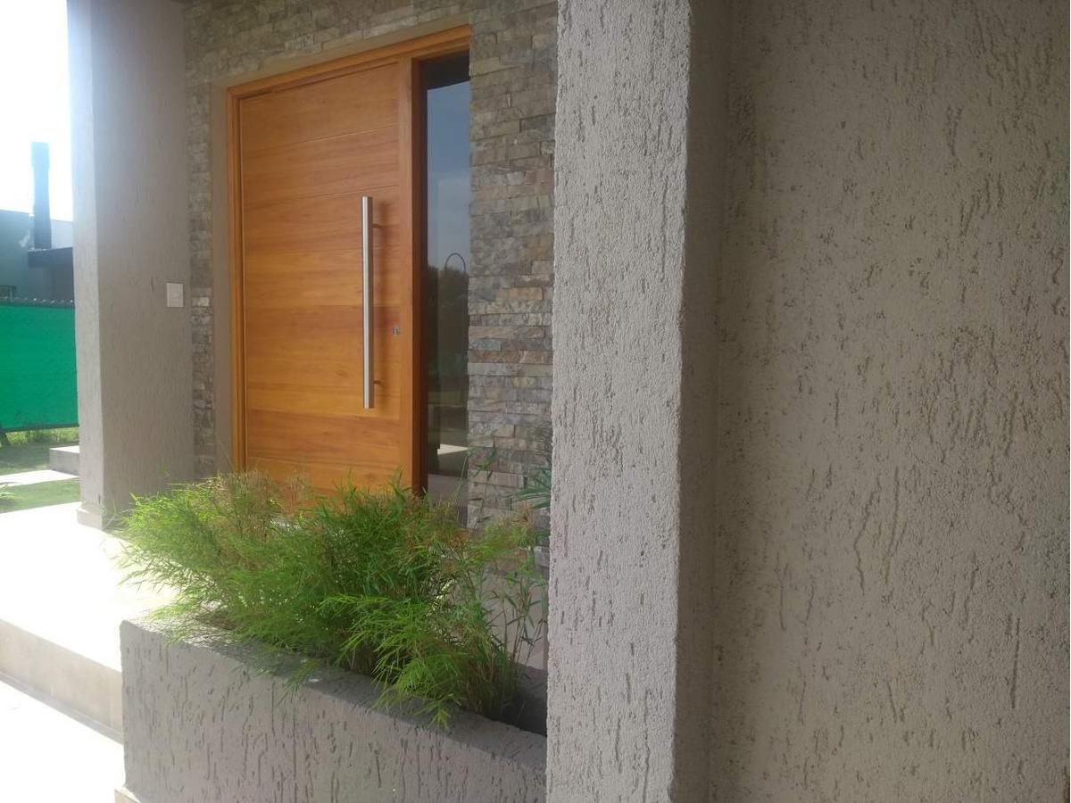 casa en venta en las cañitas barrio privado