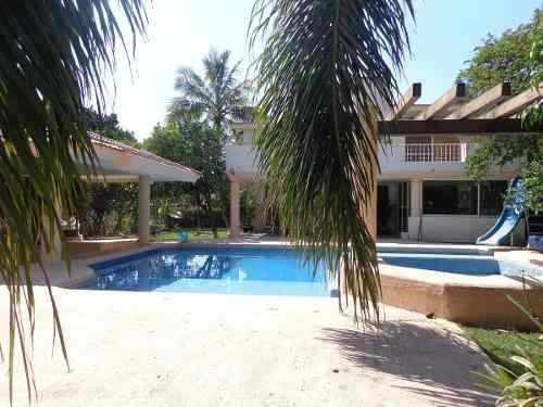 casa en venta en lomas de cocoyoc terreno 1410 m2