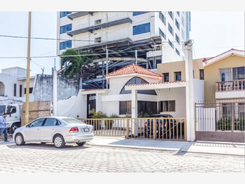 casa en venta en lomas de mazatlan a splo una cuadra de zona dorada y playas