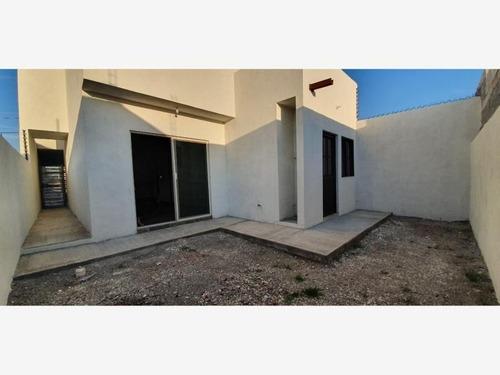casa en venta en lomas de zapaliname