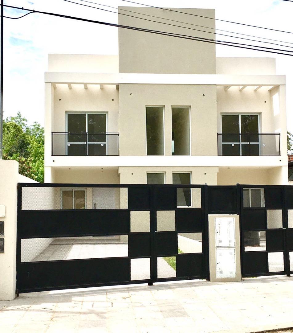 casa en venta en lujan duplex