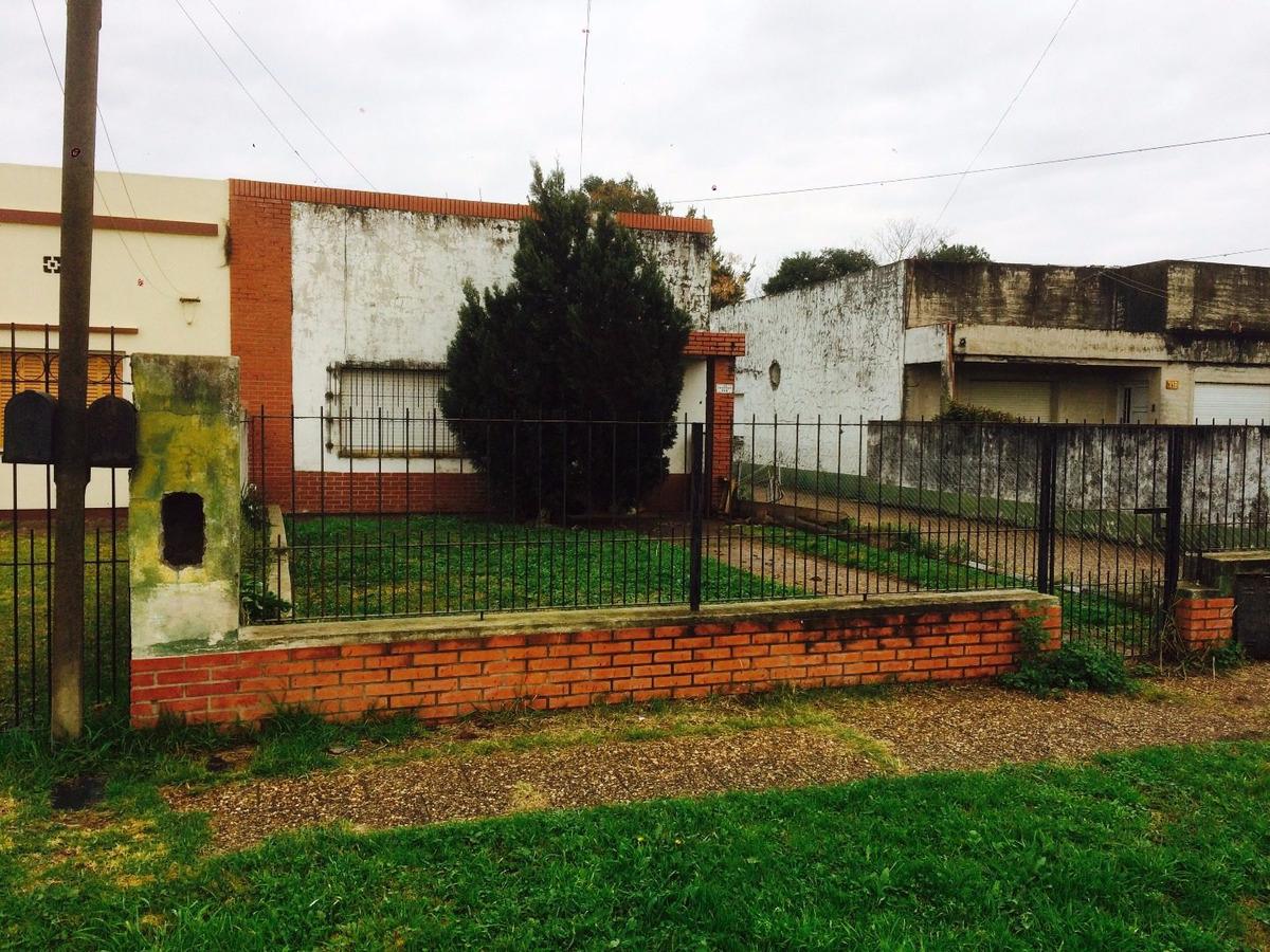 casa en venta en lujan jauregui