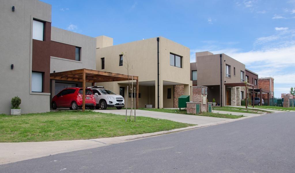 casa en venta en maria eugenia residences and village moreno