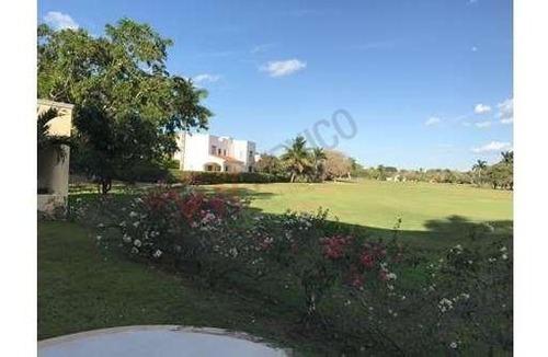 casa en venta en mérida en club de golf ,frente del  hoyo 4 del campo.