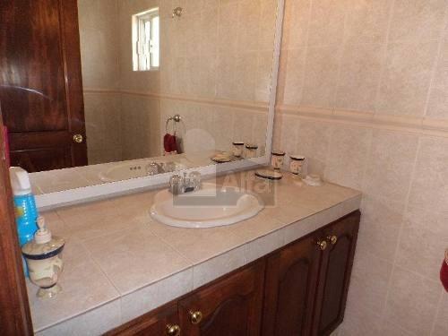 casa en venta en milenio iii, querétaro. hermosa y espaciosa con 3 habitaciones y cuarto de servicio