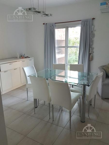 casa en venta en pilar (con renta)