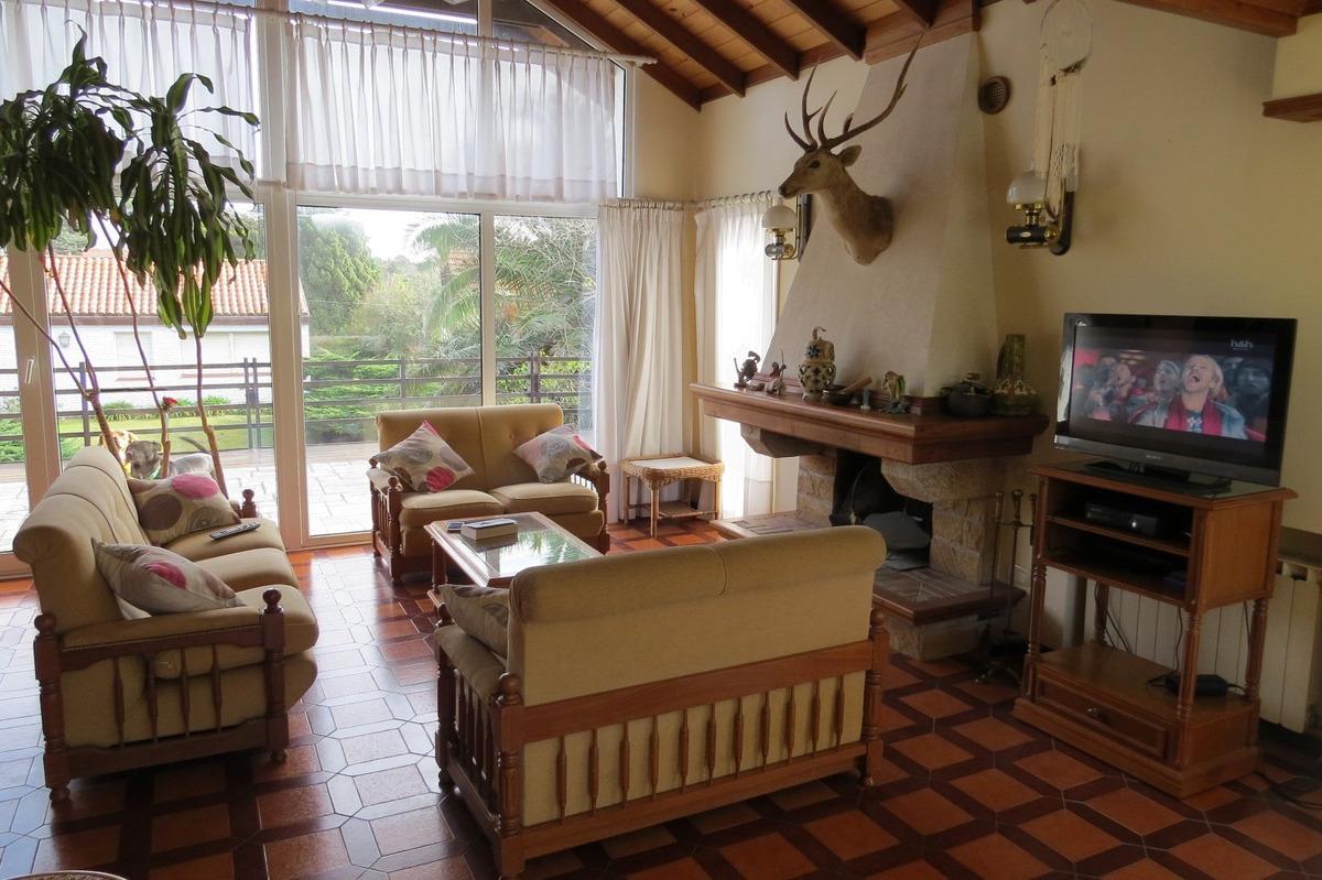 casa en venta en pinamar-5 ambientes + 2 dependencias-doble garage-pvc dvh