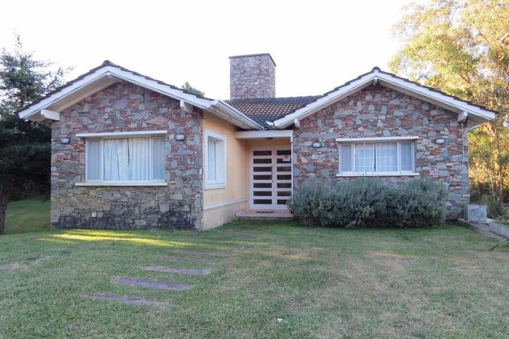 casa en venta en pinamar-5amb-3 baños-garage/salon