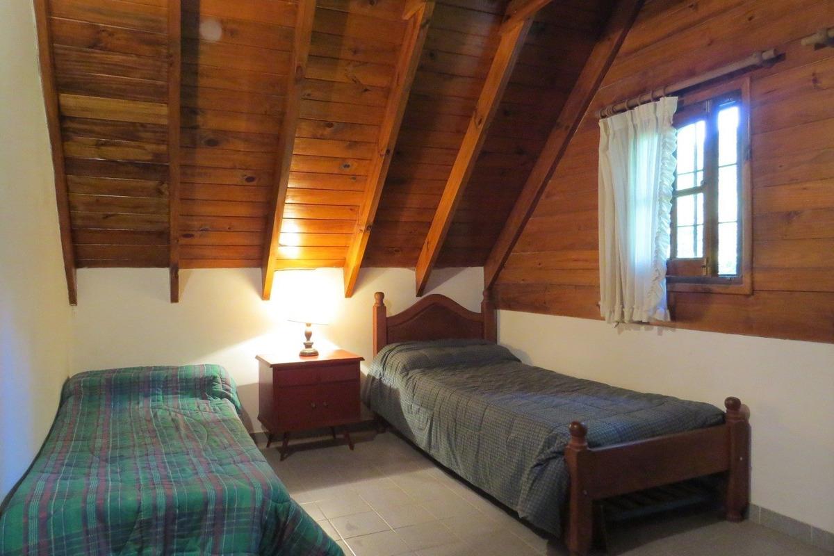 casa en venta en pinamar-zona iglesia-4 dormitorios-buena construccion-a mts del centro
