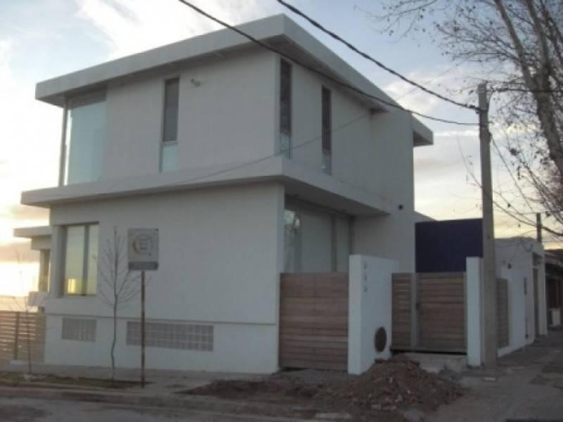 casa en venta en pleno centro de colonia del sacramento
