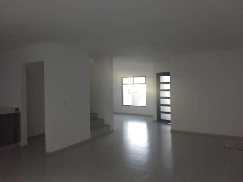 casa en venta en privada del real, salida a san miguel