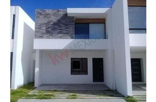 casa en venta en privada en pozos