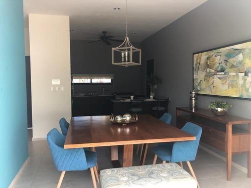 casa en venta en privada zensia en conkal  mod. a