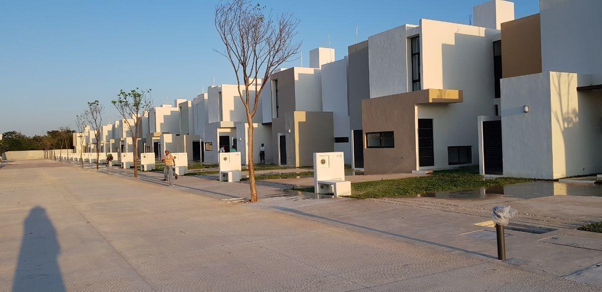 casa en venta en privada zensia modelo i en conkal