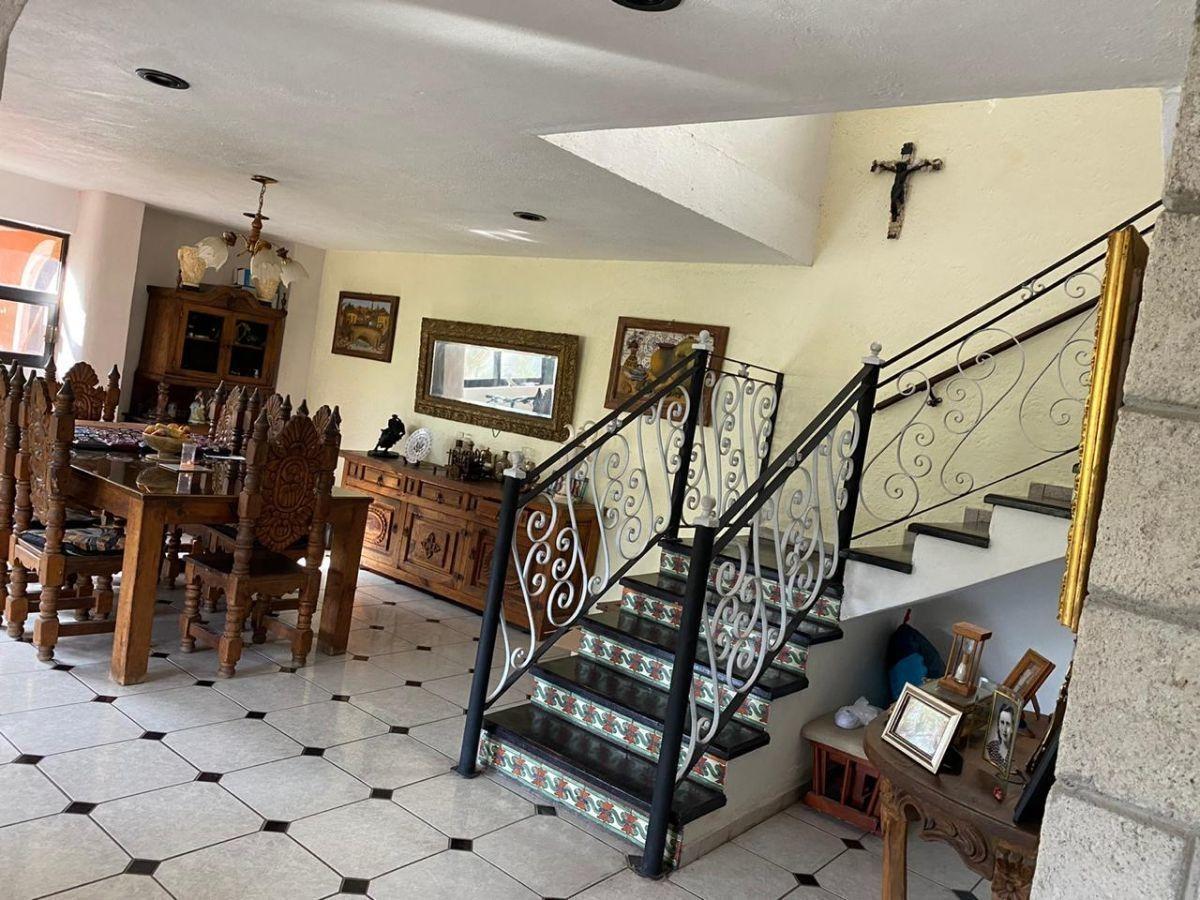 casa en venta en queretaro amplitud, excelente ubicación y uso de suelo mixto