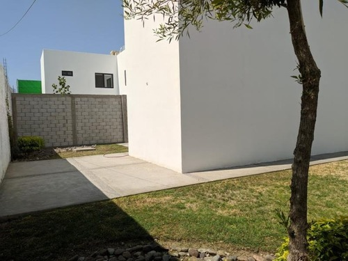 casa en venta en residencial santa barbara