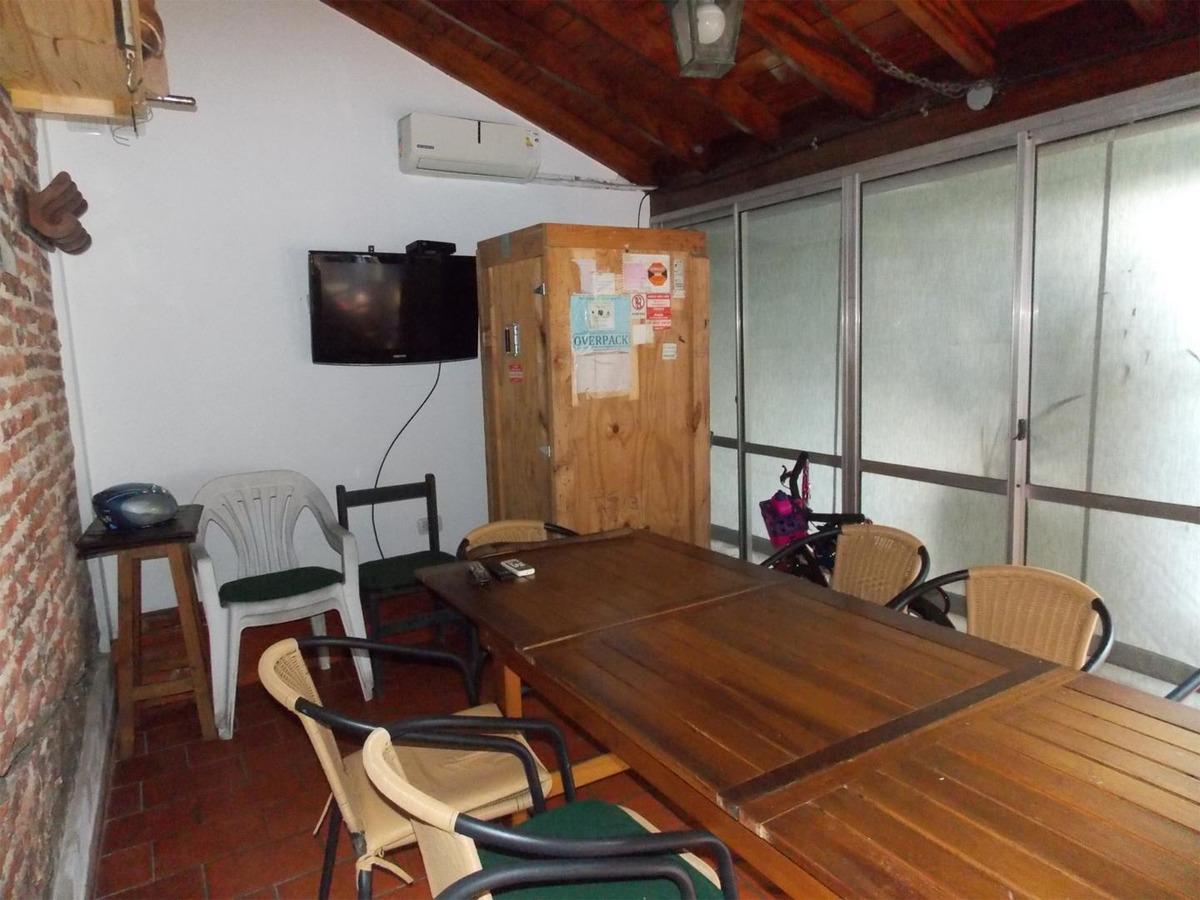 casa en venta en san justo.3 habitaciones, quincho y cochera