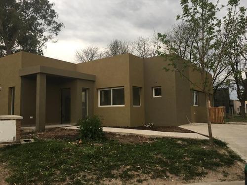 casa en venta en santa guadalupe, pilar