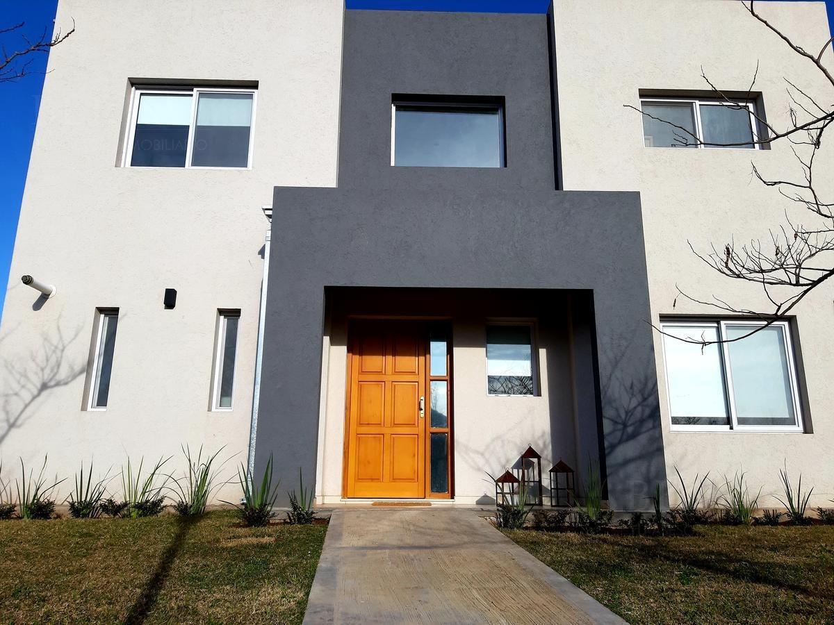 casa en venta en santa guadalupe pilar del este